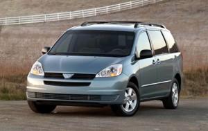 2004_toyota_sienna_passenger-minivan_le-8-passenger_fq_oem_1_500